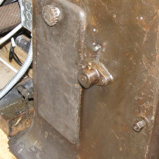 image link-to-oil-hole-cover-replacing-19TC1-on-machine12492-2012-04-11-img6732-sf0.jpg